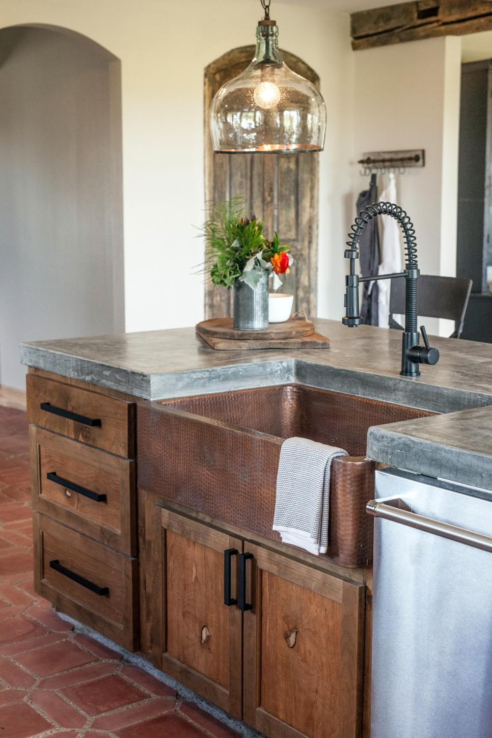 Design Ideas: Farmhouse Sinks - The District Table